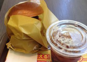 絶品タワーチーズバーガーとアイスコーヒー