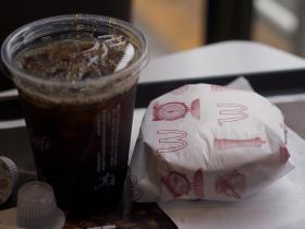 100円マックの「マックトースト」と「プレミアムローストアイスコーヒー S サイズ」